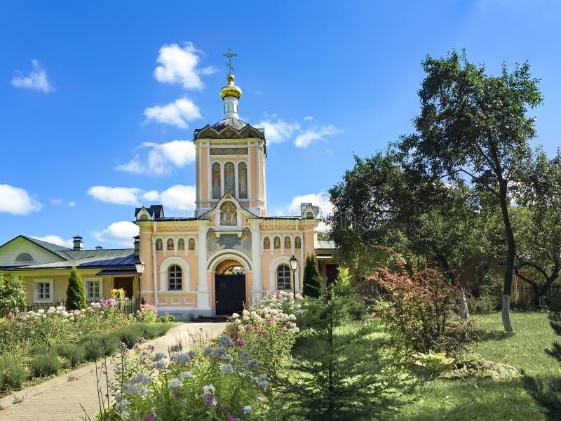 A igreja da porta de St John Baptist Sket do deserto santamente de Vvedensky Optina Rússia fotografia de stock royalty free