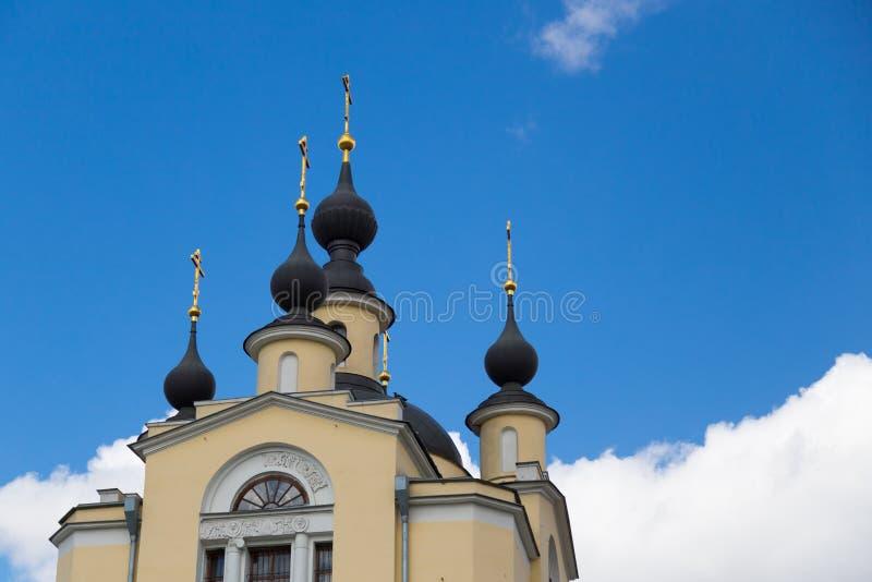 A igreja da proteção da Virgem Santa em Krasnoye Selo Igreja ortodoxa do deado do esmagamento da cidade de Moscou imagens de stock royalty free