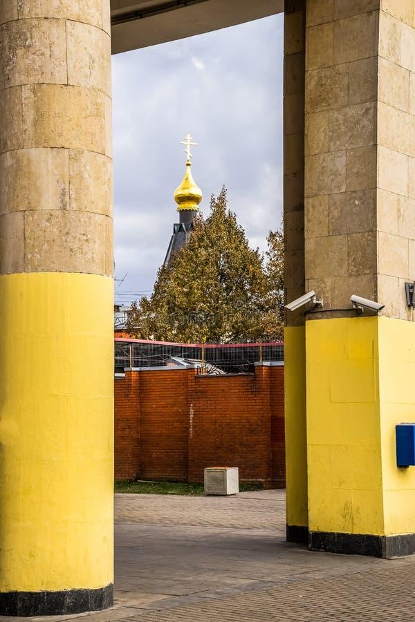 Igreja da reconstrução em Moscou, Rússia imagens de stock royalty free