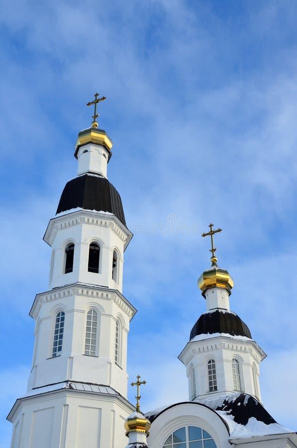 Igreja da suposição da mãe da igreja de Uspenskaya do deus em Arkhangelsk na rua de Loginov, Rússia fotografia de stock