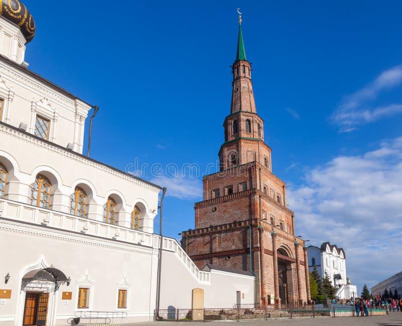 Igreja da torre e da casa de Soyembika do Kremlin Tartaristão Rus de Kazan fotografia de stock