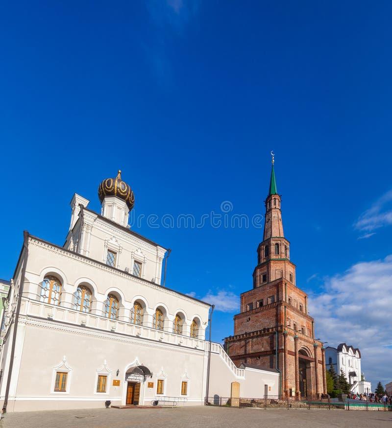 Igreja da torre e da casa de Soyembika do Kremlin Tartaristão Rus de Kazan fotos de stock