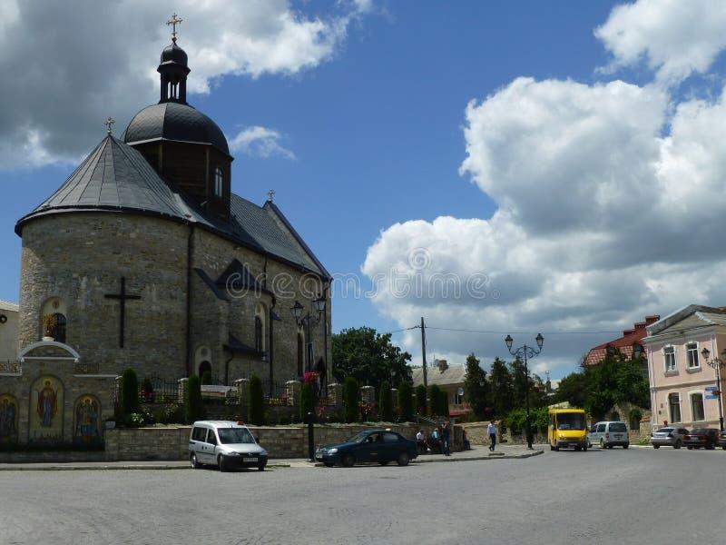 Igreja da trindade santamente em Kamenetz-Podolsk em Ucrânia ocidental imagens de stock