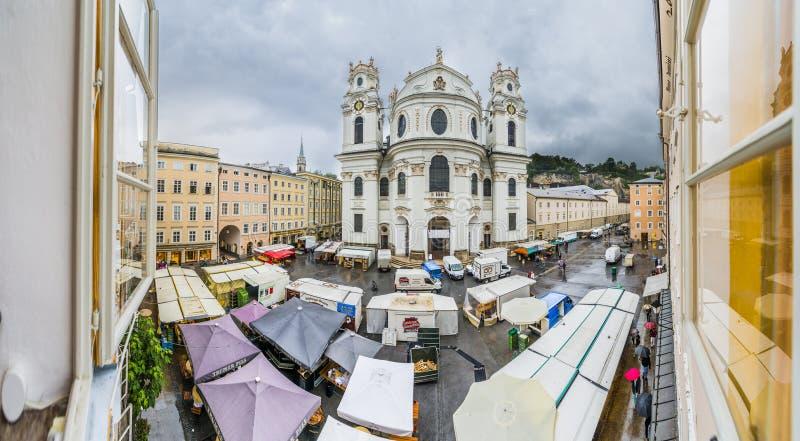 Igreja da universidade (Kollegienkirche) em Salzburg, Áustria imagens de stock