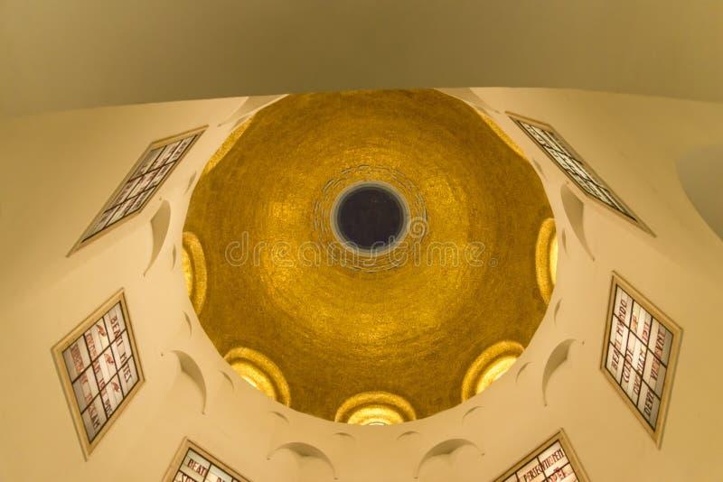 Igreja das beatitudes interiores no mar de Galilee, Israel imagens de stock