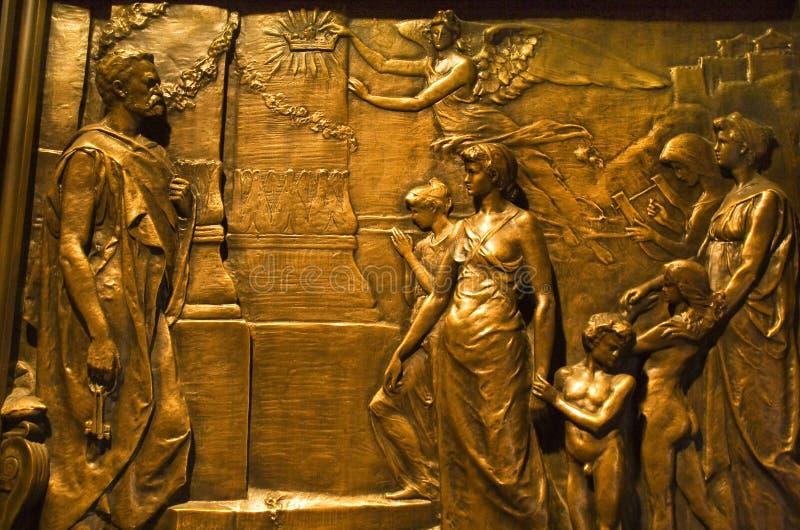 Igreja de bronze New York City da trindade da porta fotografia de stock