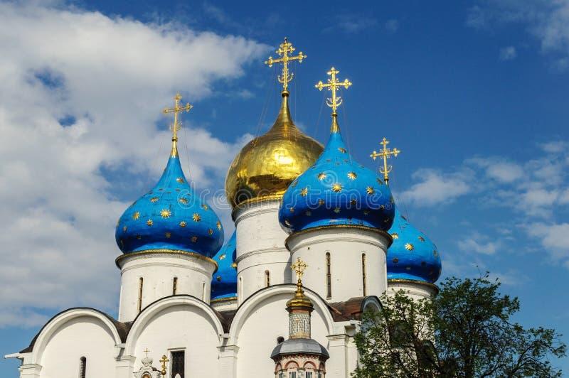 Igreja de Dormition da trindade Sergius Lavra imagem de stock
