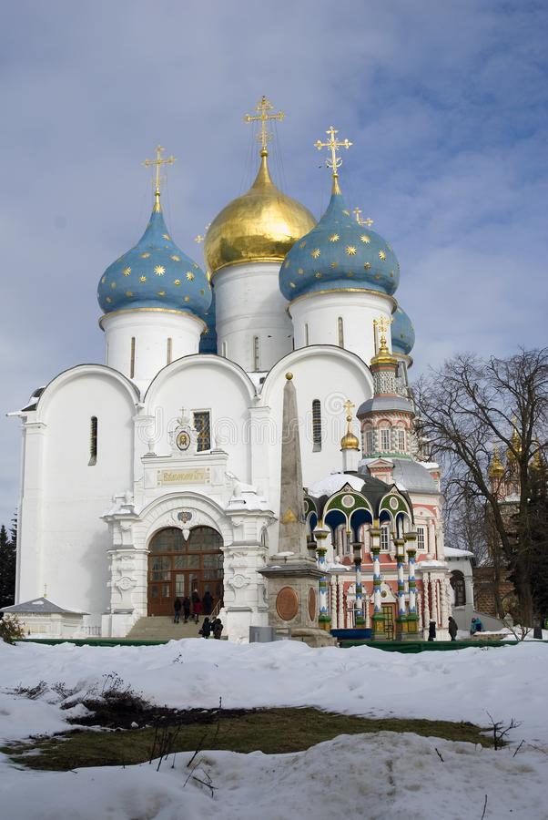 Igreja de Dormition da trindade Sergius Lavra em Rússia Foto a cores imagem de stock royalty free