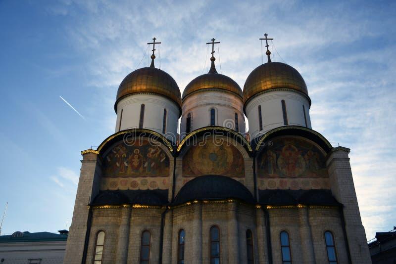 Igreja de Dormition Marco do Kremlin de Moscou Local do património mundial do Unesco imagens de stock