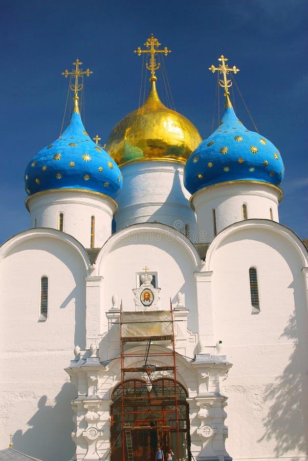 Igreja de Dormition na trindade Sergius Lavra, Sergiev Posad, Rússia Mundo Herit do UNESCO imagens de stock