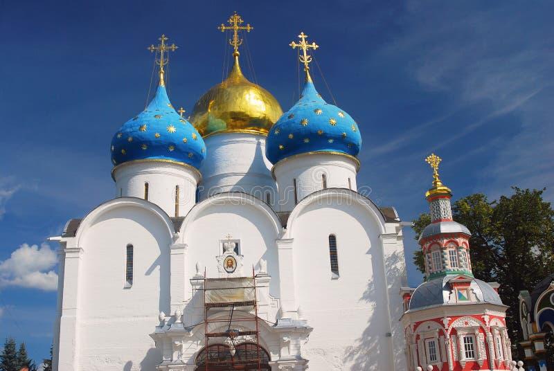 Igreja de Dormition na trindade Sergius Lavra, Sergiev Posad, Rússia Mundo Herit do UNESCO imagem de stock