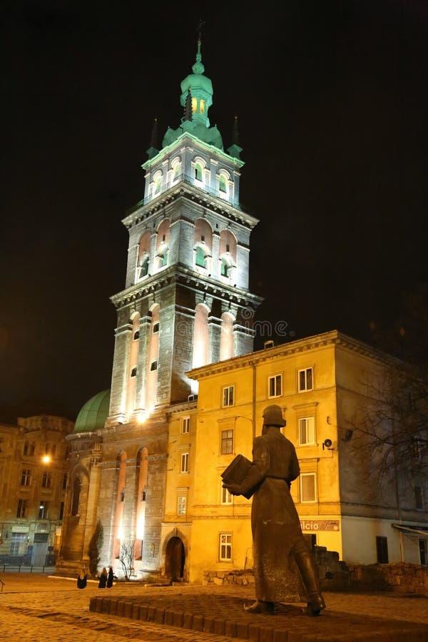 Igreja de Dormition ou de suposição em Lviv, Ucrânia ocidental imagem de stock royalty free