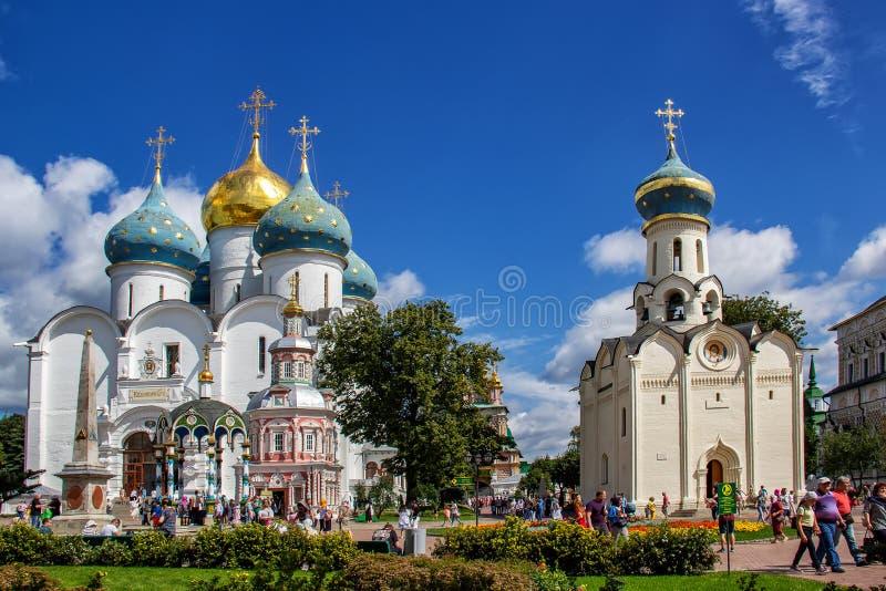 A igreja de Duhovskaya e a catedral da suposição foto de stock royalty free