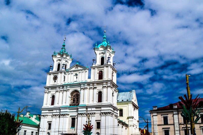 Igreja de Farny em Grodno na área soviética Dia de verão e céu azul foto de stock