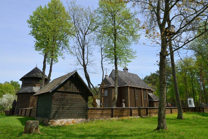 Igreja de madeira da sobrevivência a mais velha em Lituânia fotos de stock