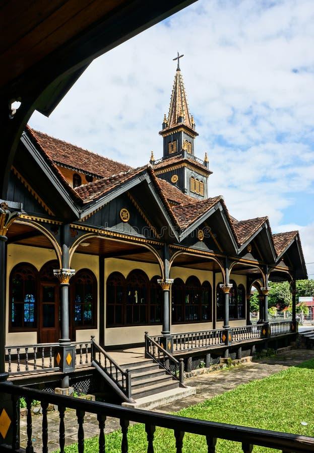 Igreja de madeira de Kontum, catedral antiga, herança imagens de stock