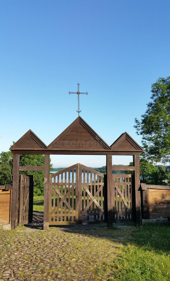 Igreja de madeira de Paluse no parque nacional de Aukstaitija em Lituânia foto de stock royalty free