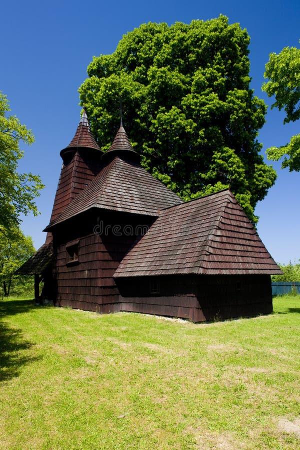 igreja de madeira, Trocany, Eslováquia fotos de stock royalty free