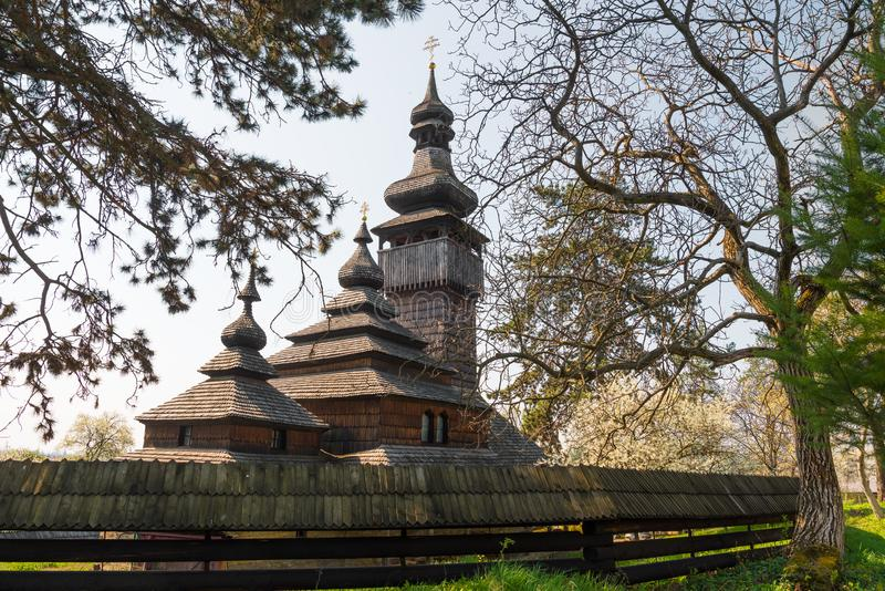 Igreja de madeira velha em Uzhgorod, Ucr?nia imagens de stock