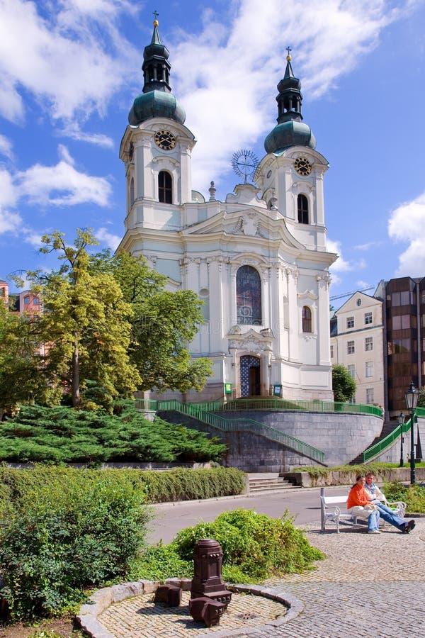 A igreja de Mari Magdalene na cidade Karlovy dos termas varia, Boêmia ocidental, república checa fotografia de stock royalty free