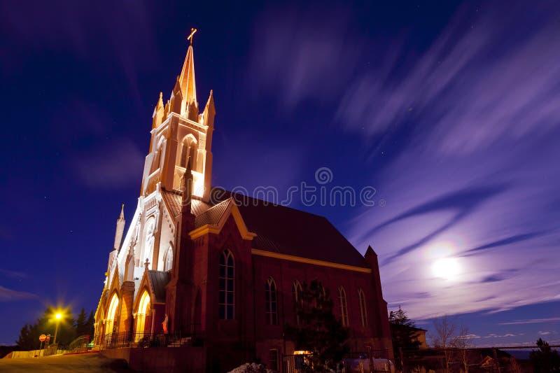 Igreja de Marys de Saint na noite imagens de stock royalty free