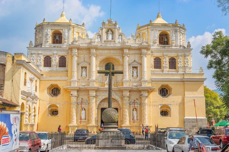 Igreja de Merced do La em Central Park de Antígua, Guatemala foto de stock