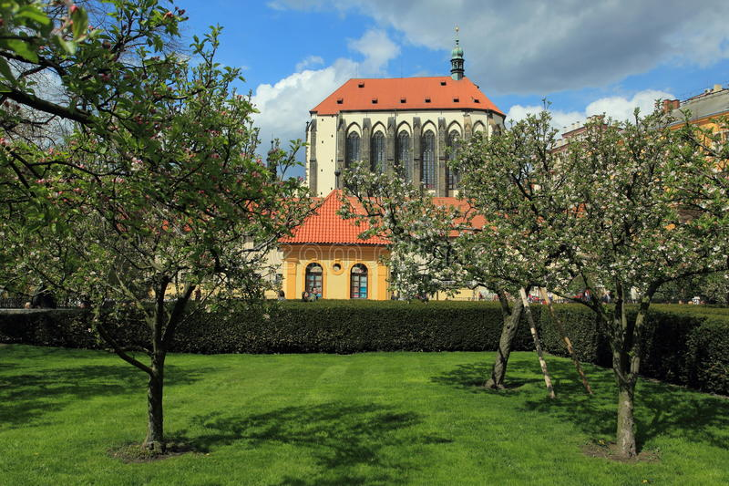 Igreja de nossa senhora da neve em Praga fotografia de stock royalty free