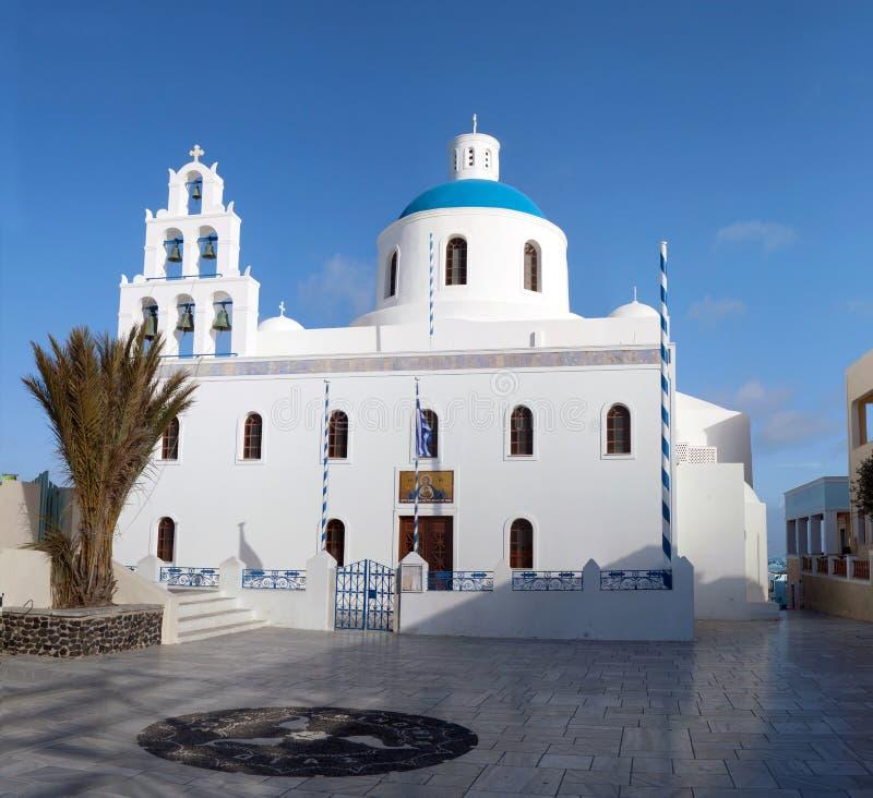 Igreja de Panagia de Platsani em Oia, ilha de Santorini, Cyclades imagens de stock