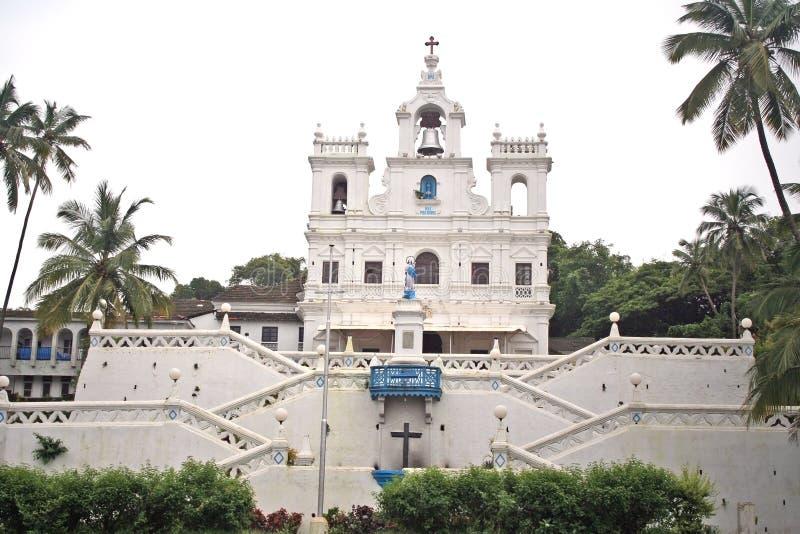 Igreja de Panjim na arquitetura portuguesa com grande sino