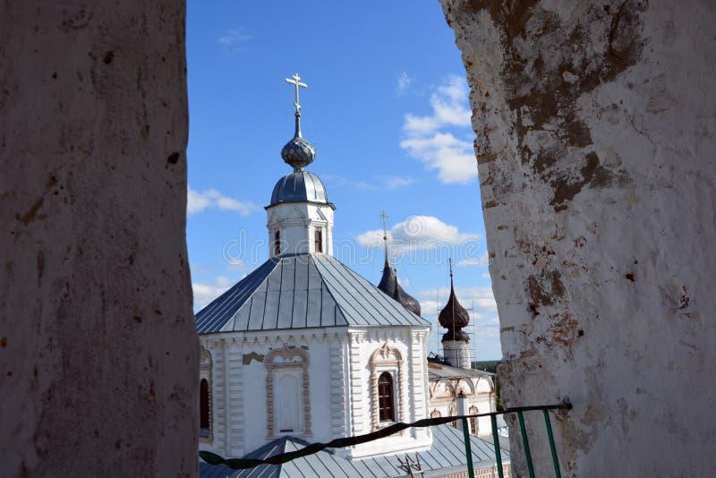 Igreja de pedra branca de Rússia foto de stock