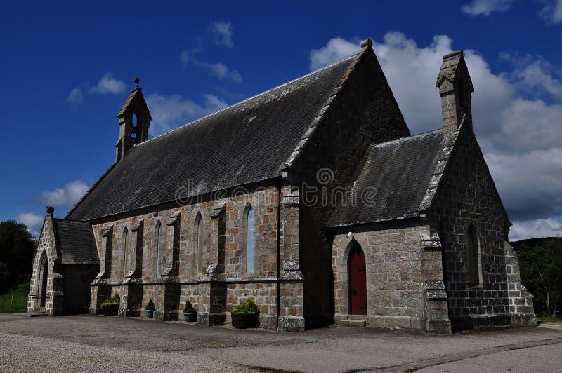 Igreja de pedra na vila de Lairg, Scotland fotografia de stock