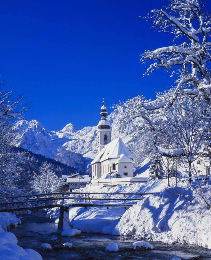 Igreja de Ramsau no inverno foto de stock royalty free