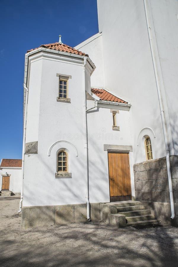 Igreja de Rolvsøy (lado esquerdo da torre) imagens de stock royalty free
