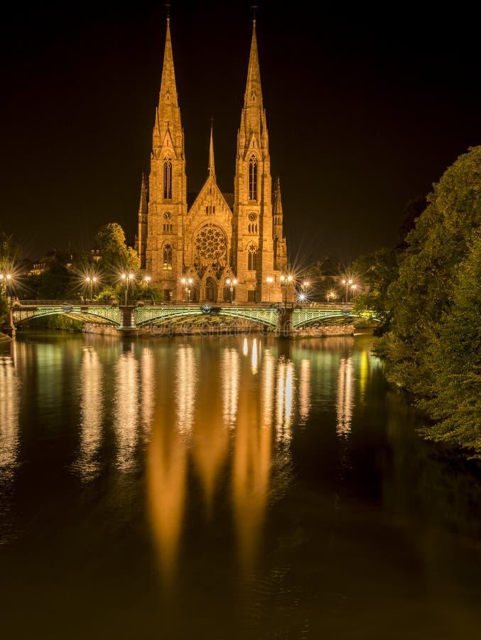 Igreja de Saint Paul de Strasbourg na noite fotos de stock royalty free