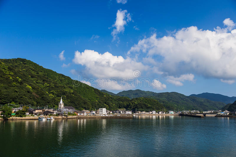 Igreja de Sakitsu e céu azul em Amakusa, Kyushu, Japão imagens de stock royalty free