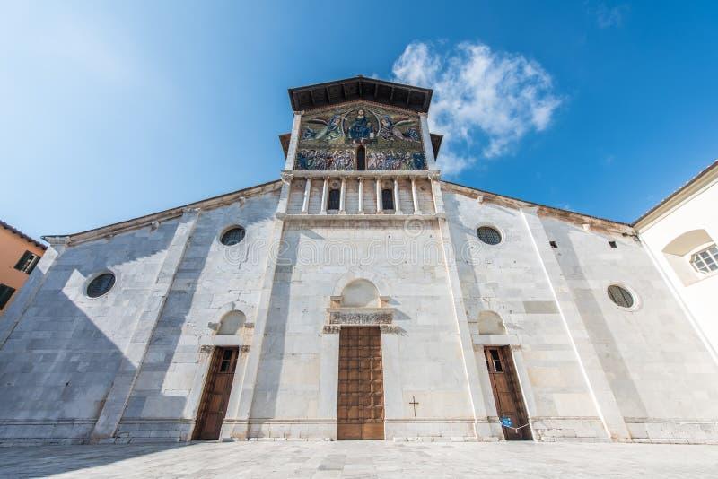Igreja de San Frediano em Lucca, Itália fotografia de stock