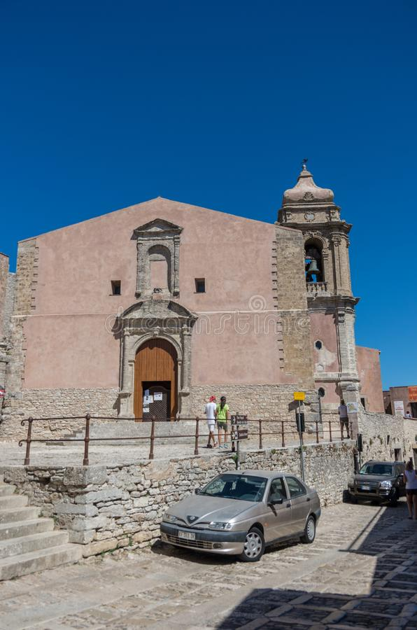 A igreja de San Giuliano, é um dos lugares os mais velhos do worsh foto de stock royalty free
