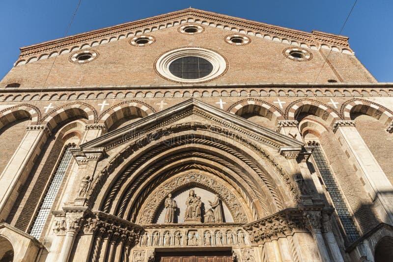 Igreja de San Lorenzo, um lugar de culto católico em Vicenza, construído no estilo gótico no fim do século XIII - Vicenz imagem de stock