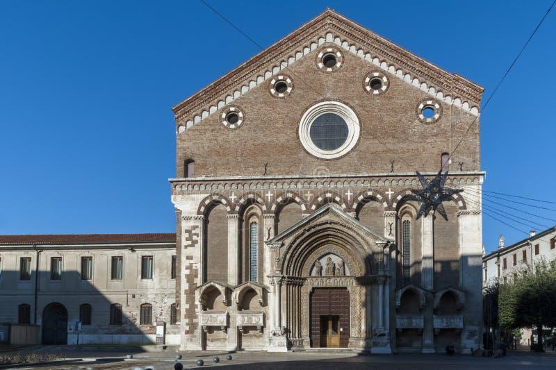 Igreja de San Lorenzo, um lugar de culto católico em Vicenza, construído no estilo gótico no fim do século XIII - Vicenz foto de stock royalty free