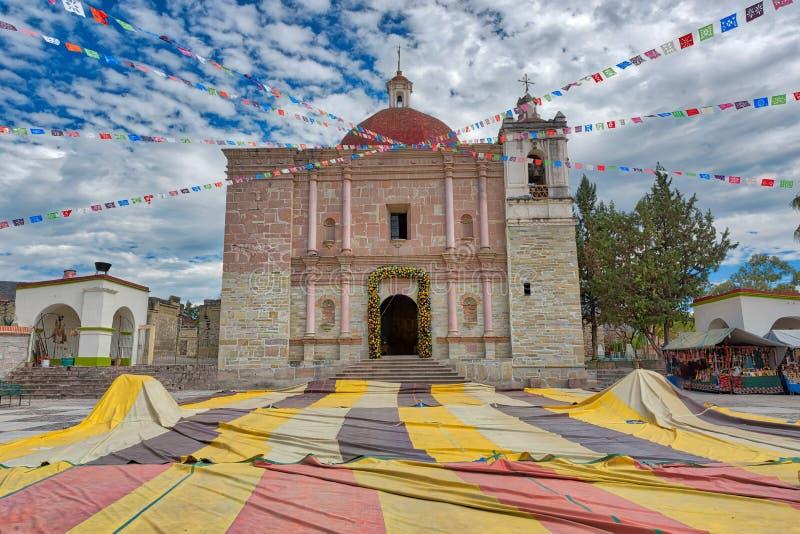 Igreja de San Pablo em Mitla um local arqueológico no estado fotografia de stock royalty free
