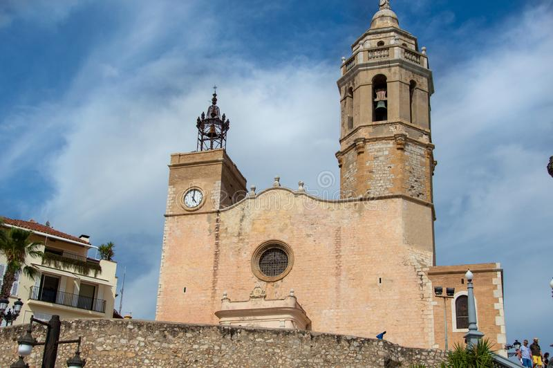 Igreja de Sant Bartomeu i Santa Tecla Sitges em Barcelona, Catalonia, Espanha fotos de stock