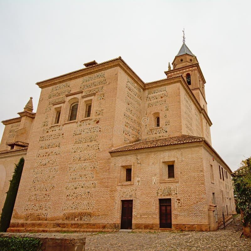 Igreja de Santa Maria de Alhambra, Granada, Espanha, em um dia nebuloso imagem de stock royalty free