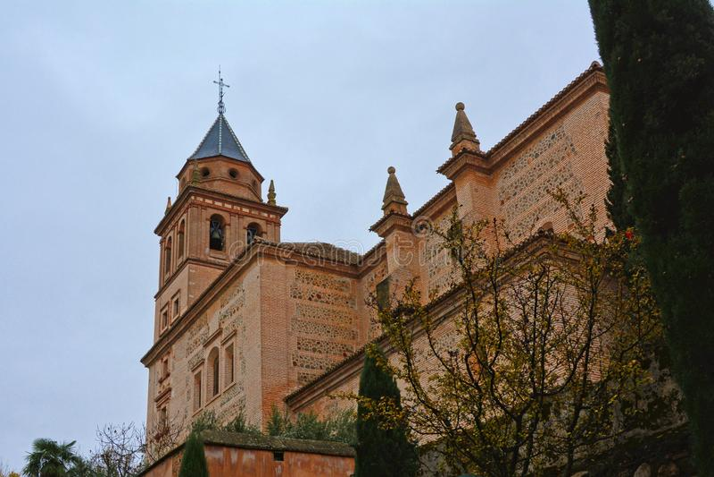 Igreja de Santa Maria de Alhambra, Granada, Espanha, opinião de baixo ângulo imagem de stock royalty free