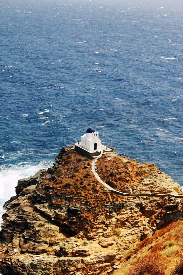 A igreja de sete mártir, ilha de Sifnos, Grécia imagem de stock royalty free