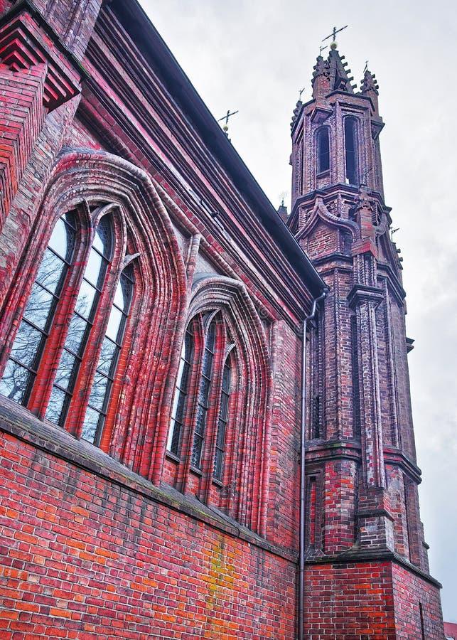 Igreja de St Anna e igreja do Bernardine em Vilnius no Lit fotografia de stock