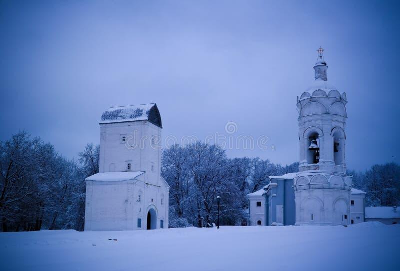 Igreja de St George com belltower, Watertower, e refeitório, Kolomenskoye, Moscou, Rússia fotografia de stock royalty free