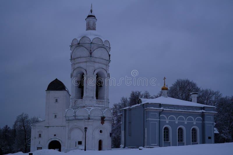 Igreja de St George com belltower, Watertower, e refeitório, Kolomenskoye, Moscou, Rússia fotografia de stock
