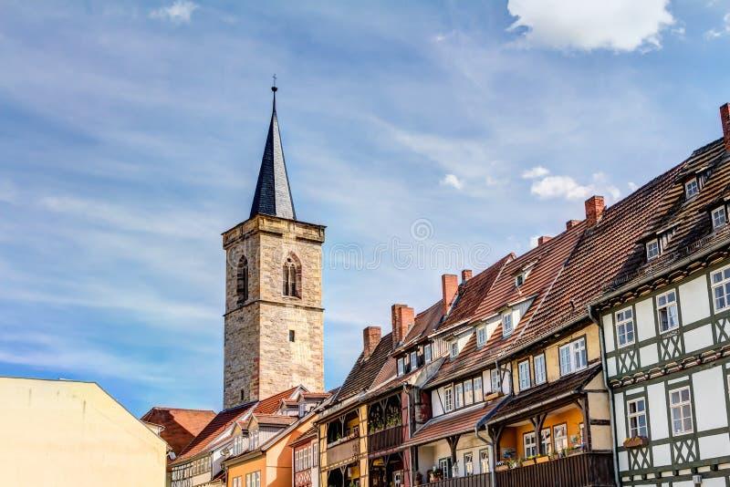 Igreja de St Giles e casas metade-suportadas em Erfurt fotografia de stock royalty free