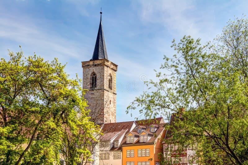 Igreja de St Giles e casas metade-suportadas em Erfurt fotos de stock royalty free