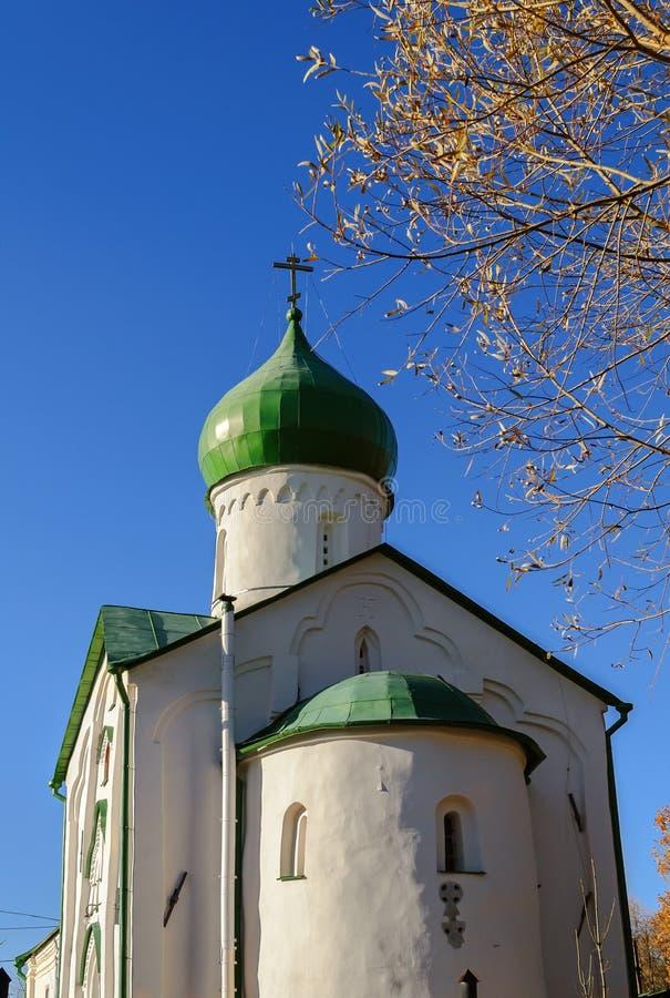 Igreja de St John o evangelista no rio de Vitka fotografia de stock royalty free
